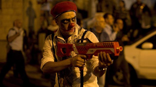 """ההפגנה בחיפה. """"ממשלה של מתנחלים"""" (צילום: AFP) (צילום: AFP)"""