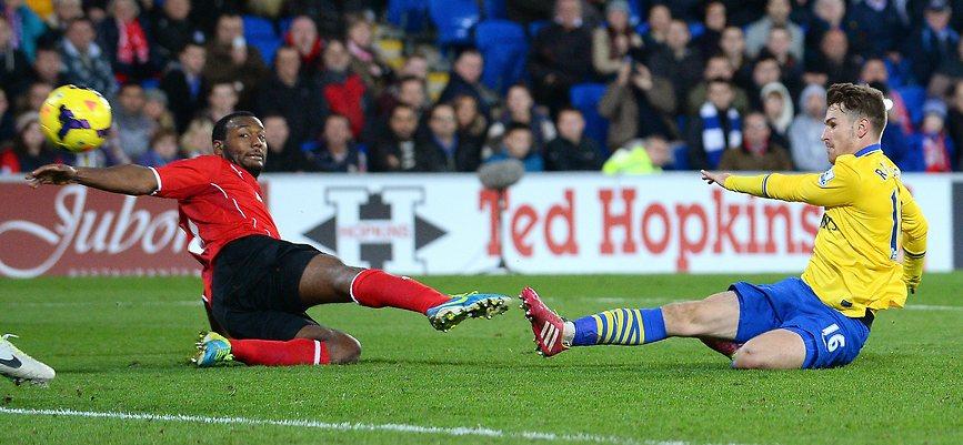 ראמזי מבקיע את השער השני שלו במשחק (צילום: AFP)