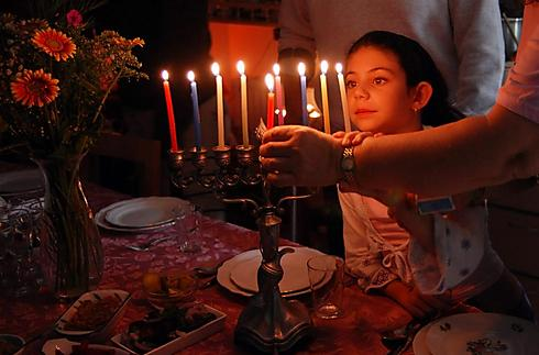 נרות חנוכה (צילום: shutterstock) (צילום: shutterstock)