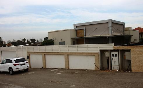 ביתו של פרץ בבאר יעקב (צילום: אבי מועלם)