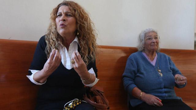 אמו ואחותו של טייב, היום בבית המשפט (צילום: גיל יוחנן) (צילום: גיל יוחנן)