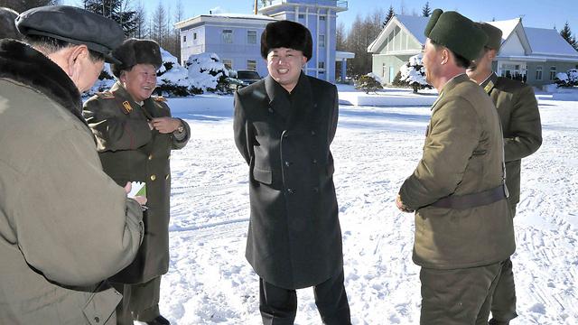 כולא ללא משפט או אישום. הרודן קים ג'ונג און (צילום: EPA) (צילום: EPA)