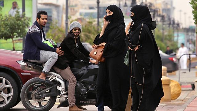 Veiled women in Saudi capital (Photo: Reuters)