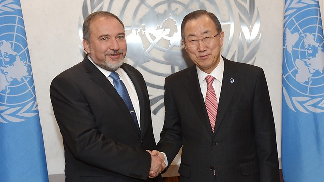 איראן מערערת את היציבות העולמית. ליברמן עם באן קי מון (צילום: שחר עזרן) (צילום: שחר עזרן)