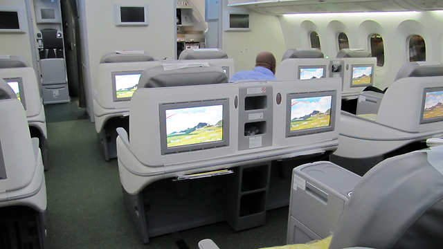 Dreamliner's business class. Large screens, spacious seats (Photo: Danny Sadeh)
