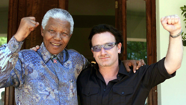 Former South African leader Nelson Mandela and U2 frontman Bono (Photo: Reuters)