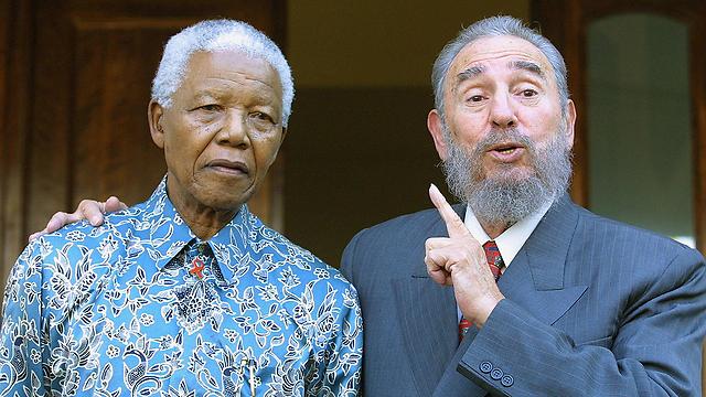 ביחד עם נלסון מנדלה בשנת 2001 (צילום: AFP) (צילום: AFP)