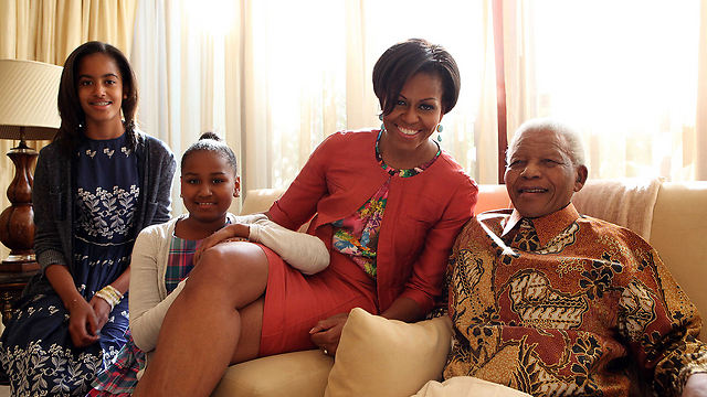 מנדלה, מישל אובמה והבנות. צפויות להגיע להלוויה (צילום: MCT) (צילום: MCT)