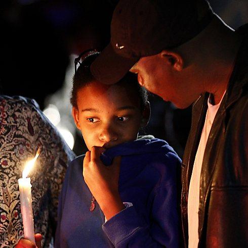 מבכים את מותו בדרום אפריקה                (צילום: רויטרס) (צילום: רויטרס)