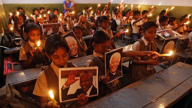 זוכרים בהודו (צילום: רויטרס) (צילום: רויטרס)