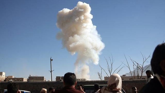 הפיצוץ במשרד ההגנה בצנעא (צילום: AFP) (צילום: AFP)