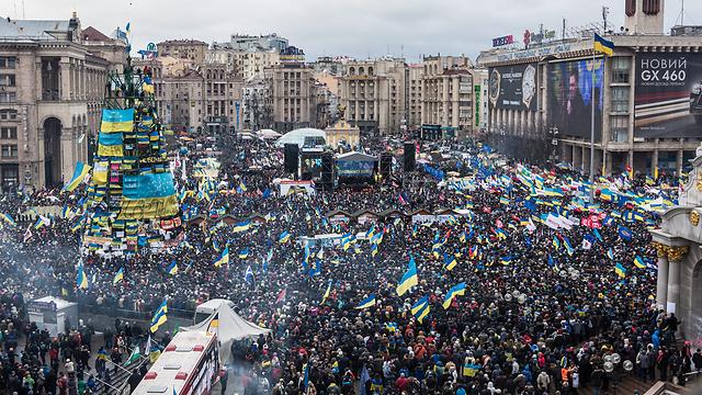 רבבות אוקראינים ברחובות. בדיווחים ברוסיה: כמה מאות (צילום: גטי אימג'נבק)