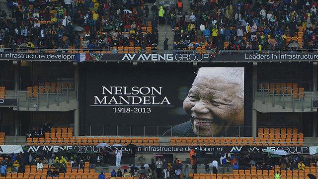 באיצטדיון ביוהנסבורג, לפני הצהריים (צילום: AFP) (צילום: AFP)