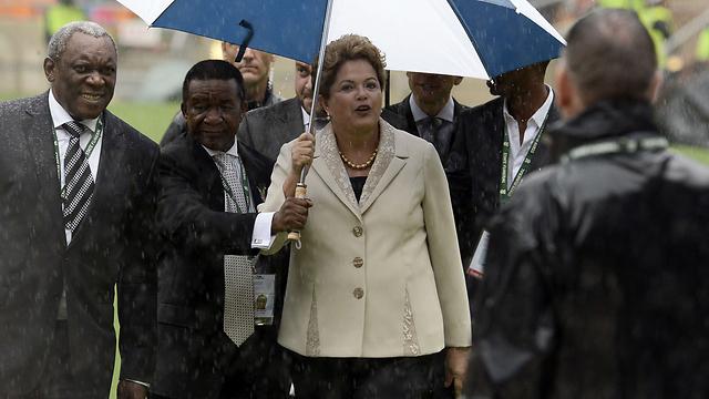 תשלם בכיסאה? נשיאת ברזיל רוסף (צילום: AFP)