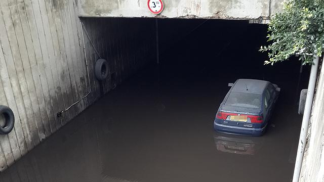 Flooding in Holon (Photo: Shai Lev-Ran)