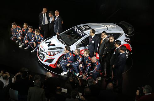 בכירי ונהגי יונדאי מציגים את ה-i20 ל-WRC ()