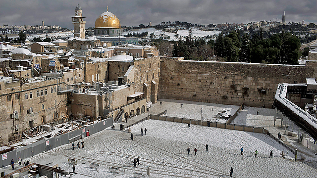 Holy sites in snowy white (Photo: EPA)