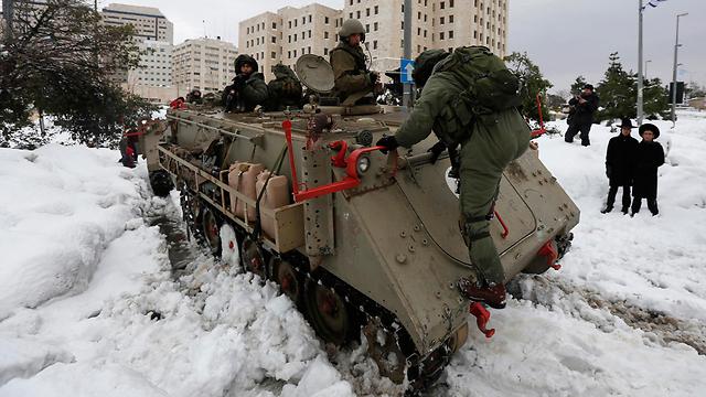 """חיילי צה""""ל בירושלים, בשבת (צילום: רויטרס) (צילום: רויטרס)"""