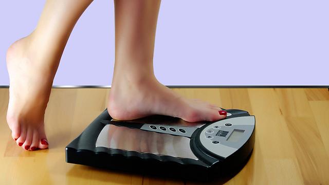 מעקב צמוד לצורך ירידה עקבית במשקל (צילום: shutterstock) (צילום: shutterstock)