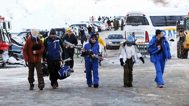 Hunderds arrive at Hermon (Photo: Avihu Shapira)
