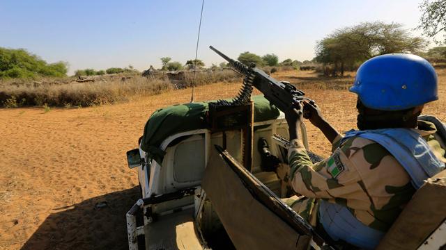 """כוח שמירת השלום של האו""""ם והאיחוד האפריקני לא מצליח לעצור את האלימות בחבל הסודני (צילום: רויטרס) (צילום: רויטרס)"""