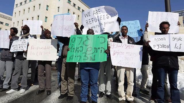 מפגינים מול קריית הממשלה בבירה (צילום: אוהד צויגנברג) (צילום: אוהד צויגנברג)