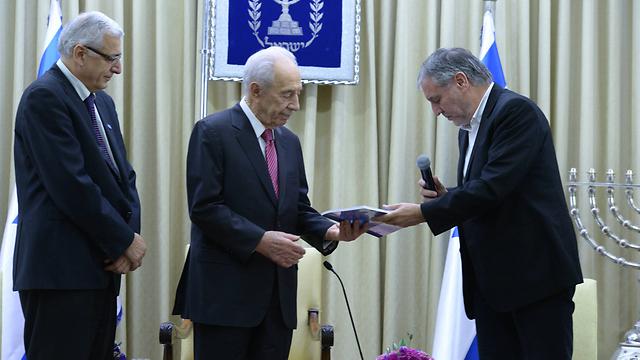 """שר הרווחה, נשיא המדינה ומנכ""""ל הביטוח הלאומי - עם קבלת דו""""ח העוני (צילום: מארק ניימן, לע""""מ)"""