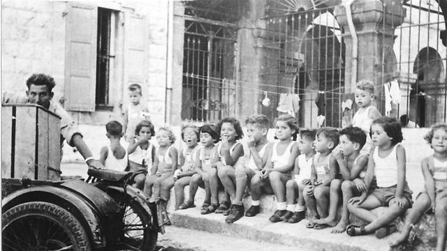 """במהלך מלחמת השחרור פונו הנשים והילדים מקיבוץ גשר שבעמק הירדן, והתגוררו במשך חודשים במנזר (צילום: ארכיון רמב""""ם) (צילום: ארכיון רמב"""