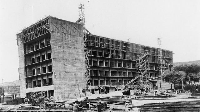 """מתחילים לבנות בשנת 1937 (צילום: ארכיון רמב""""ם) (צילום: ארכיון רמב"""