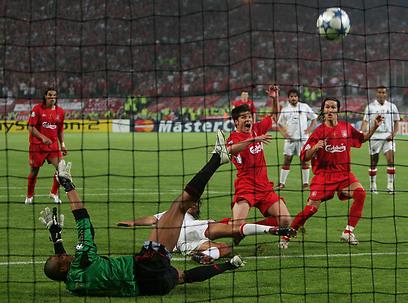 אנצ'לוטי לא שכח. צ'אבי אלונסו בגמר ליגת האלופות ב-2005 (צילום: גטי אימג'ס) (צילום: גטי אימג'ס)