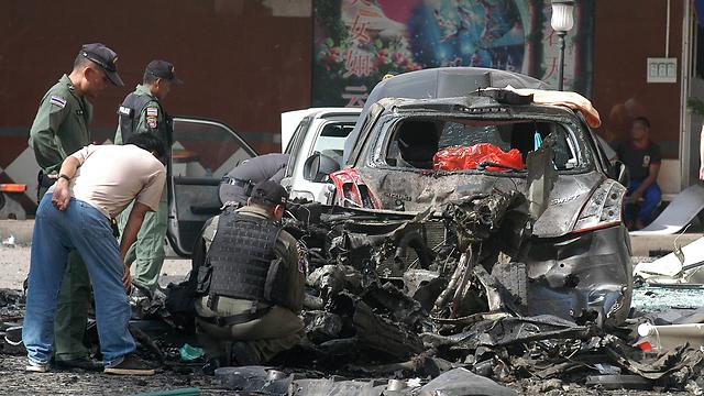 המכונית הממולכדת גרמה למרבית הנזק (צילום: AP)