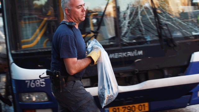 The damaged bus in the Bat Yam explosion (Photo: Motti Kimchi)