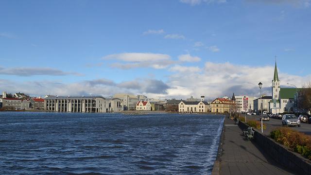 בנורבגיה ושבדיה כבר הניחו לשדונים, אבל האיסלנדים שימרו את הקשר לאדמה (צילום: EPA) (צילום: EPA)