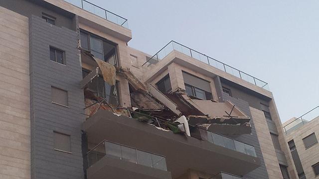 המרפסת שהתמוטטה (צילום: חסן שעלאן)