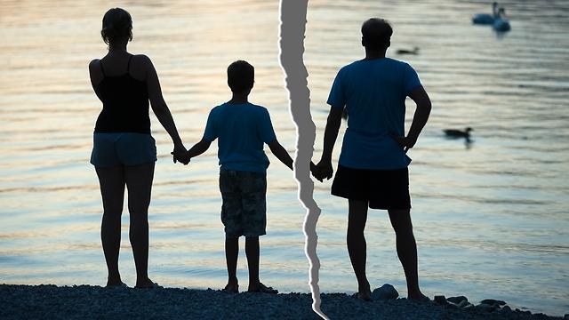 אבות מבקשים את המובן מאליו. אילוסטרציה  (צילום: shutterstock) (צילום: shutterstock)