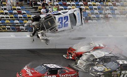 תאונה מחרידה במירוץ דייטונה (צילום: AP) (צילום: AP)