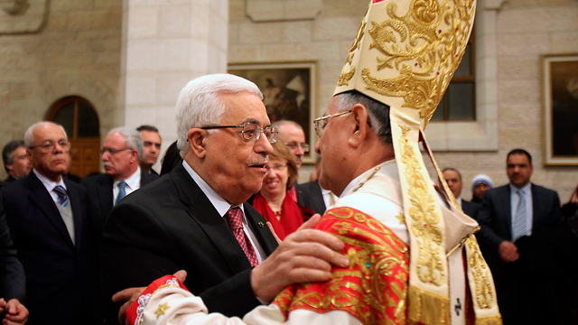 Abbas with Twal (Photo: Reuters)