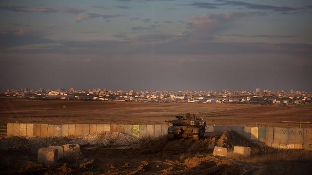Israeli tank overlooking southern Gaza (Archive photo: AFP)