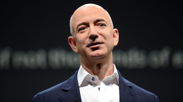 """האיש העשיר בעולם - נשיא ומנכ""""ל אמזון ג'ף בזוס. העובדים משלמים את המחיר?  (צילום: AFP) (צילום: AFP)"""