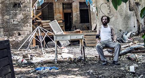 אנטון בסדנה שלו (צילומים: יניב ברמן) (צילום: יניב ברמן) (צילום: יניב ברמן)