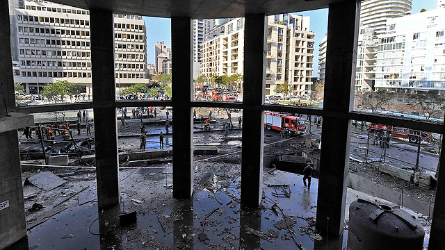 Car bombing outside a mall in Beirut (Photo: EPA)