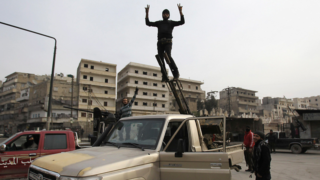 Rebel squad preparing for Assad's airforce (Photo: Reuters)