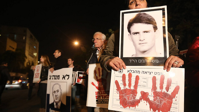 Protesting the release of Palestinian prisoners. (Photo: Gil Yochanon) (Photo: Gil Yochanon)