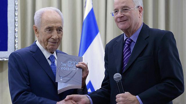 """יצחק קדמן עם הנשיא שמעון פרס ב-2013 (צילום: מארק ניימן, לע""""מ) (צילום: מארק ניימן, לע"""