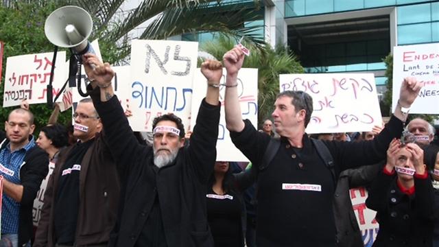 עמית ליאור, רני בלייר ואורי רוזנווקס בקדמת במת ההפגנה (צילום: מוטי קמחי)