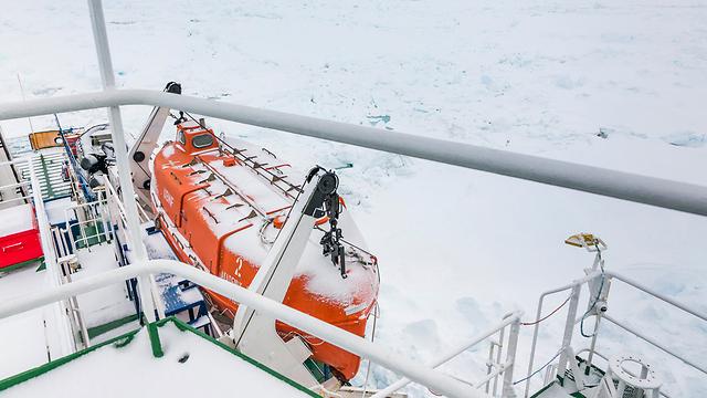 הקרח מסביב לאונייה הרוסית (צילום: רויטרס) (צילום: רויטרס)