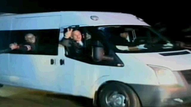Prisoners leave Ofer Prison (Photo: Reuters)