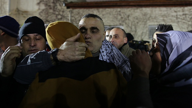 Released prisoners arriving in Ramallah (Photo: Ohad Zwigenberg)