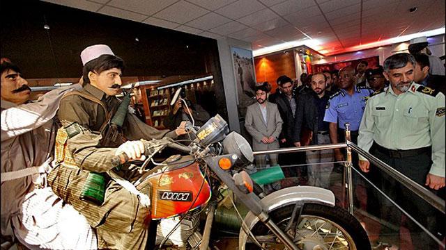 מבריחים על אופנועים ()