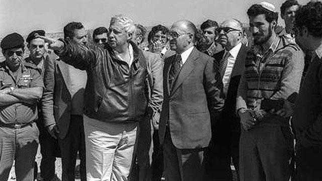 """עם בגין. ההשקעות המסיביות בהתנחלויות החלו כאשר שרון כיהן כשר השיכון (צילום: HERMAN CHANANIA, לע""""מ) (צילום: HERMAN CHANANIA, לע"""
